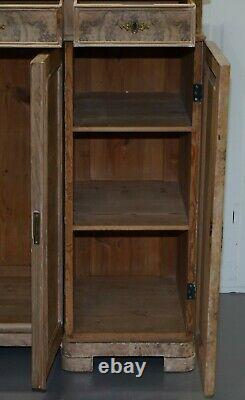 Stupéfiant Grand Quartier Coupé Walnut Buffet Avec Tiroirs Cabinet Bibliothèque Burr