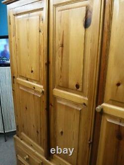 Utilisé Bois De Solide De Large Dovetailed 2poor 5drawer Wardrobe H211 W162cm- Voir Shop
